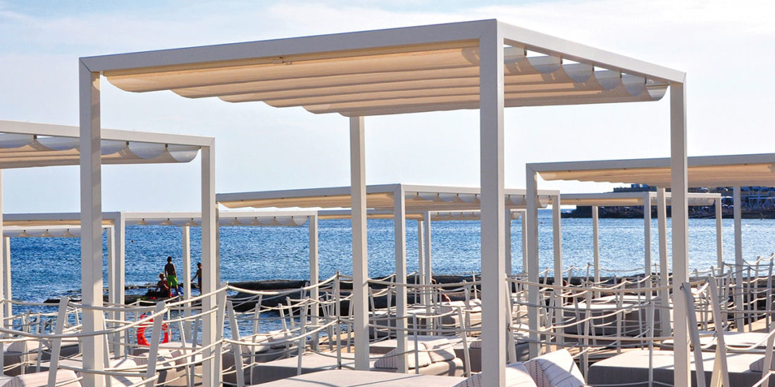 freestanding-aluminium-pergola-beach-sliding-seaside-shade-bathing-facilities