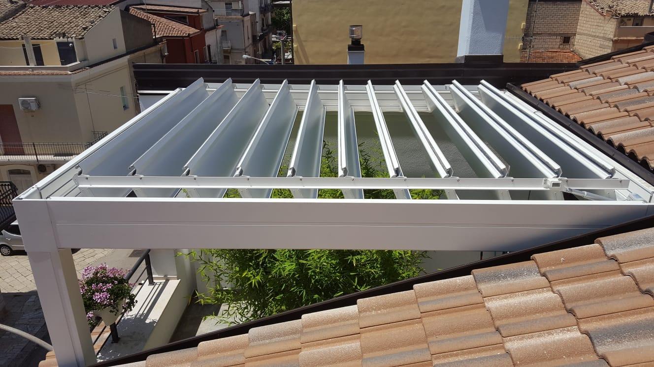 scelte sostenibili per la casa pergole bioclimatiche su misura con lame orientabili