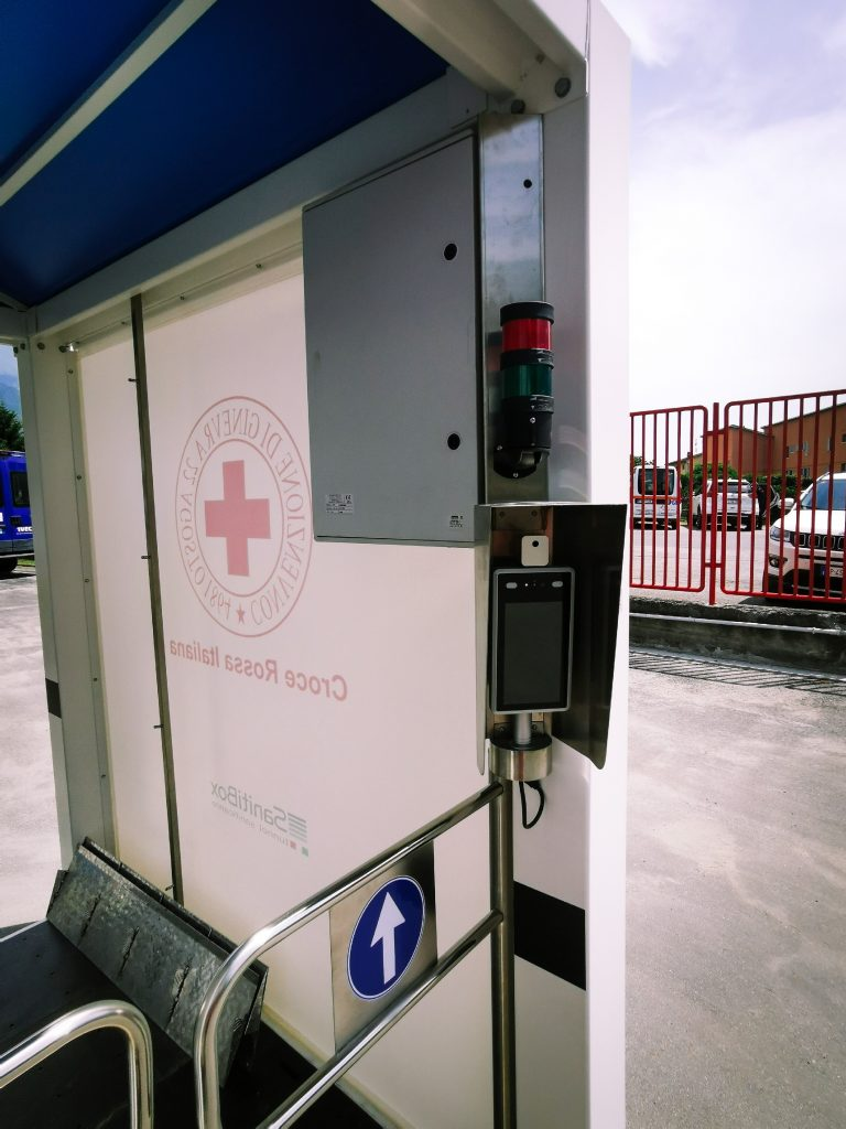 sprech dona un sanitibox a croce rossa italiana in val susa